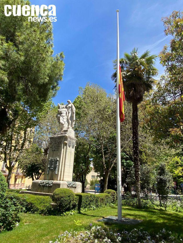 El Gobierno declara diez días de luto oficial en todo el país por los fallecidos por el COVID-19