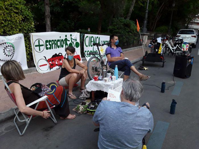 Cuenca en Transición realiza una nueva acción reivindicativa ante la pasividad del Ayuntamiento en materia de movilidad sostenible