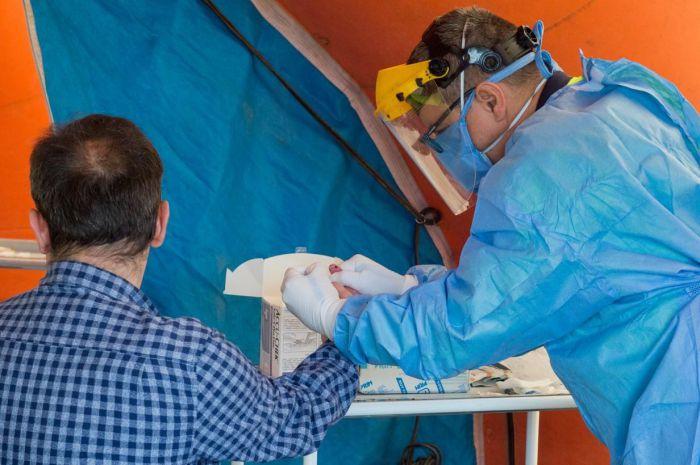 Sanidad confirma que de las 238 pruebas PCR realizadas ayer en el asentamiento de la Carretera de las Peñas, únicamente 10 han dado positivo a coronavirus