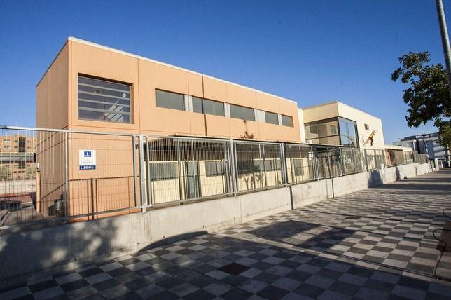El Ayuntamiento estudia cerrar las calles próximas a los colegios para garantizar la distancia seguridad durante la entrada y salida de los escolares