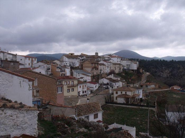 Vista general del pueblo desde la plaza del ayuntamiento de Garaballa