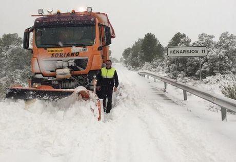 La Diputación moviliza 7 camiones quitanieves y 4 máquinas para actuar en la red de carreteras provinciales