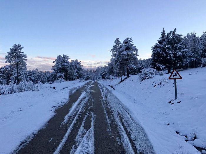 Más de 20 centímetros de nieve en Vega del Codorno y carámbanos en el nacimiento del río Cuervo