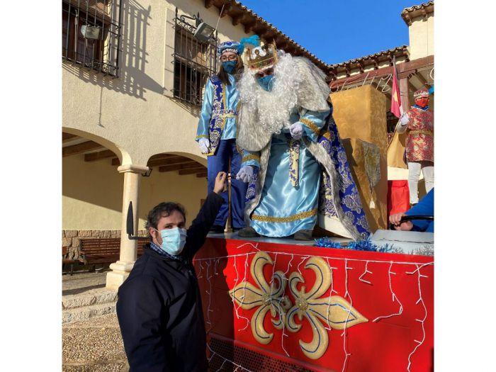 El Alcalde de Mota recibe a los Reyes Magos y entrega las llaves de Mota