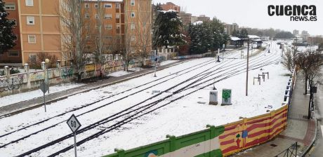 ADIF lleva a cabo la reparación de la vía del ferrocarril en la zona del paso a nivel con barrera de la calle Diego Jiménez