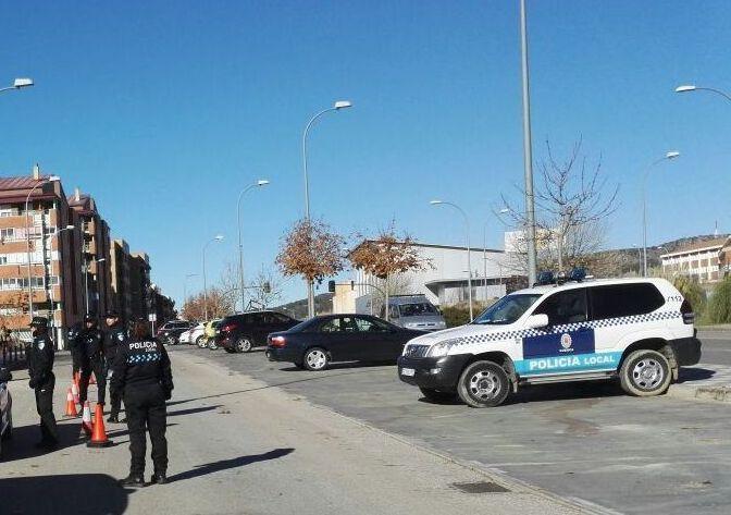 Agentes de la Policía Local de Cuenca realizando un control  en la Avenida Juan Carlos I. Imagen de archivo
