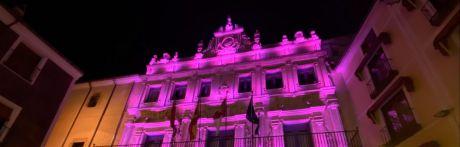 El Carnaval tiñe de color los monumentos de la capital