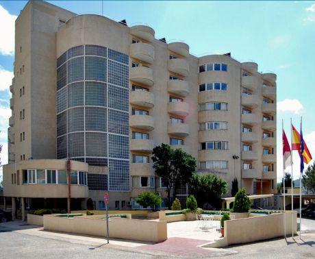 Fachada principal de la Residencia de Mayores 'Las Hoces'