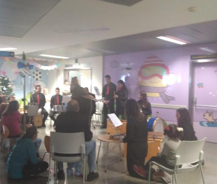 Estudiantes de la Facultad de Educación de Ciudad Real llevan la música a los pacientes del Hospital General Universitario