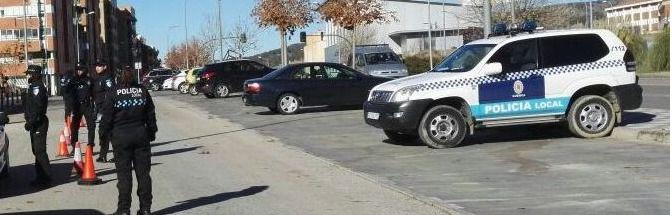 Agentes de la Policía Local de Cuenca realizando un control de velocidad en la Avenida Juan Carlos I. Imagen de archivo