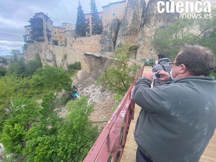Galería de fotos   Derrumbe de parte de la calle Canónigos que comunica las Casas Colgadas con el puente de San Pablo