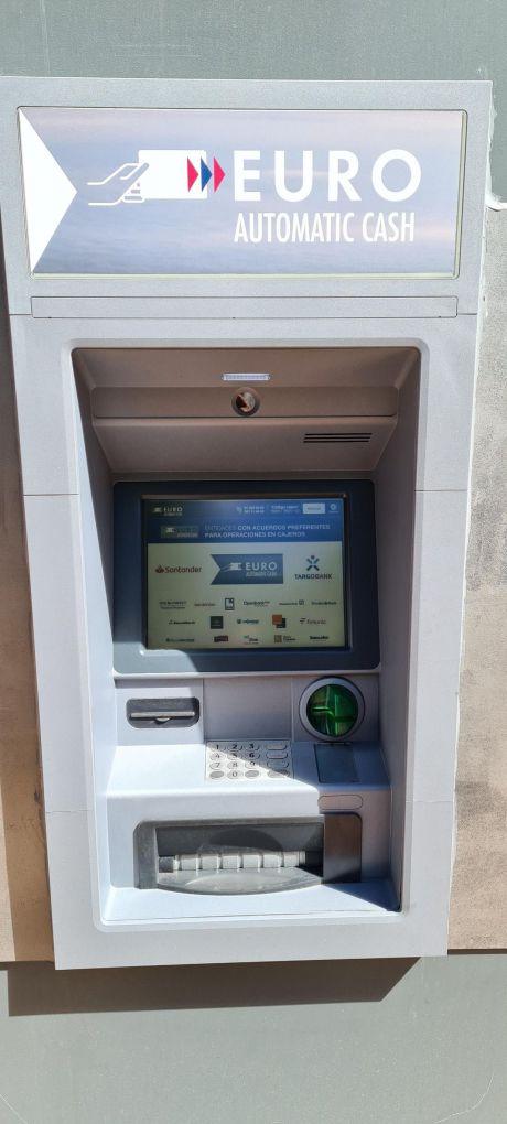 Correos instala un cajero automático en la Oficina Principal