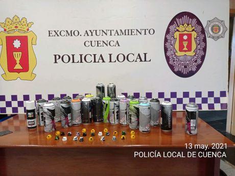 """La Policía Local """"pilla"""" a tres grafiteros en la Avenida Juan Carlos I"""