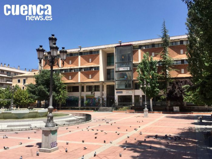 Mercado municipal en la Plaza España de Cuenca