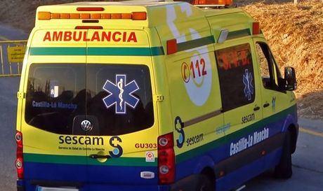 Dos heridos al colisionar una furgoneta con una maquina agrícola en Villamayor de Santiago