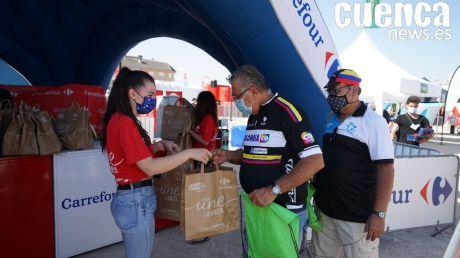 Carrefour entrega más de 1.000 desayunos en Tarancón con motivo del paso de La Vuelta