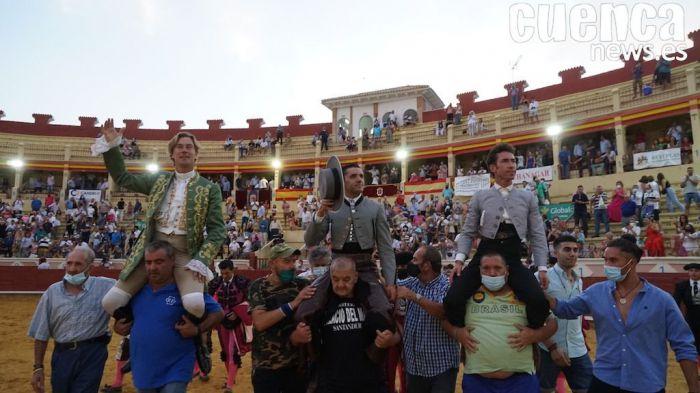 Triple Puerta Grande en una entretenida tarde de rejones en la segunda de Feria