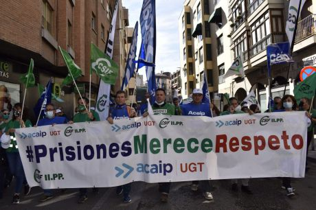 Más de 400 representantes sindicales de CSIF y ACAIP-UGT se manifiestan en Cuenca para exigir mejoras laborales en prisiones