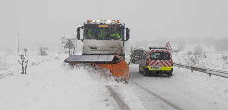 La Junta afronta el hielo de las carreteras con casi 1.000 toneladas de sal utilizadas hoy en la Red y 3.000 a lo largo de los últimos cuatro días