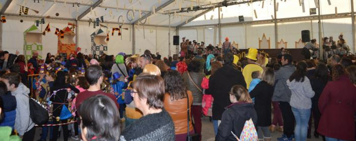 Los niños y niñas de Mota disfrutaron de su desfile infantil