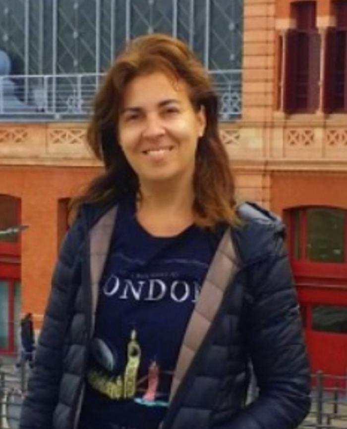La estética de los nadadores, la escritora conquense, Ana Belén Rodríguez Patiño, publica su nueva novela ambientada en nuestra ciudad.