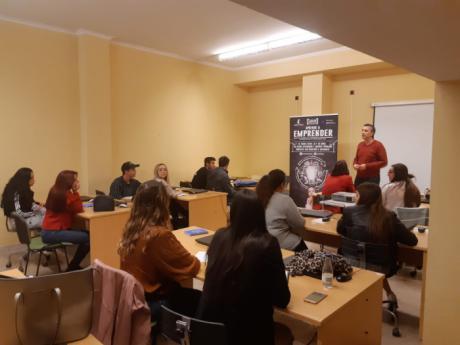 Jóvenes de Iniesta se forman a través del programa 'Aprende a emprender'