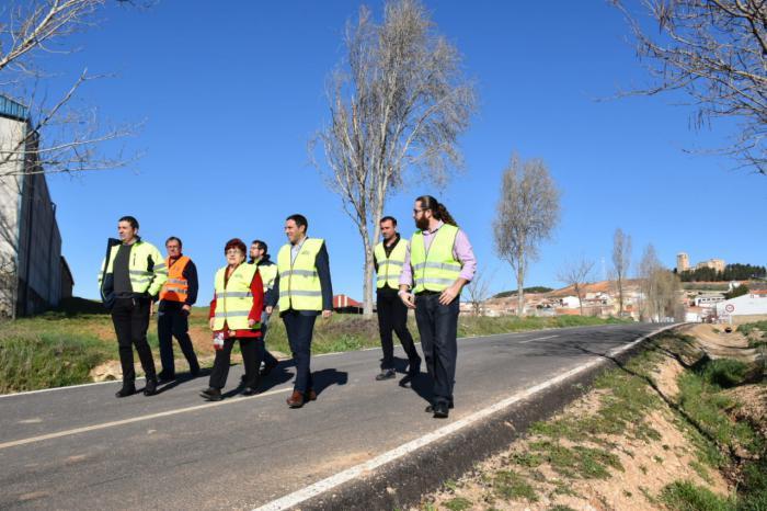 Martínez Chana inaugura la rehabilitación de la carretera que une Albaladejo del Cuende con la CM-9214