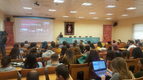 La directora de CMM, Carmen Amores, presentó hoy en la Facultad de Periodismo la plataforma CMMPlay