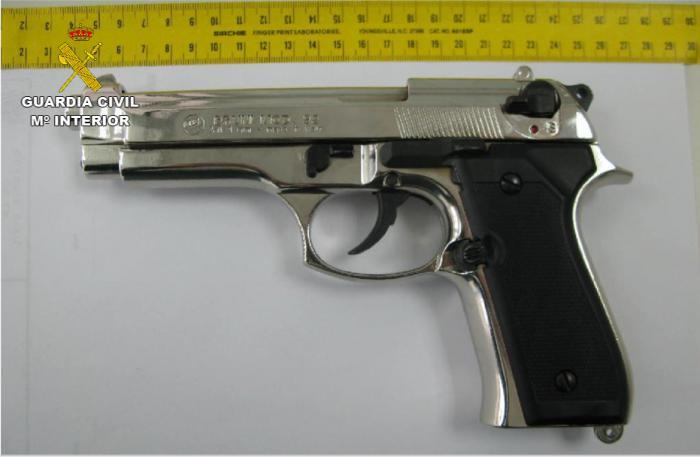 La Guardia Civil incauta varias armas detonadoras ilícitas