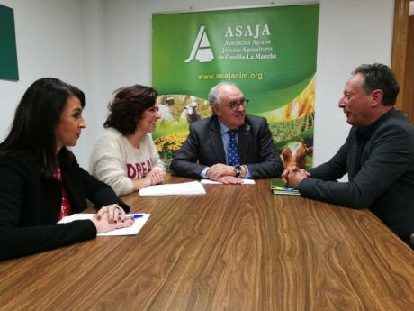 Ciudadanos y ASAJA se reúnen para buscar soluciones a los problemas del sector de los frutos secos