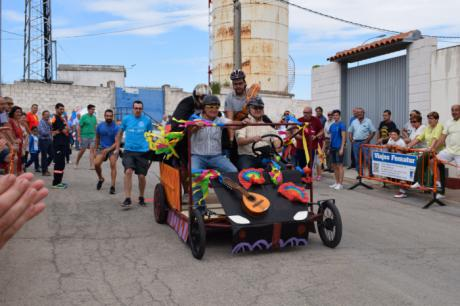 Las peñas llenan de colorido las calles de Tarancón