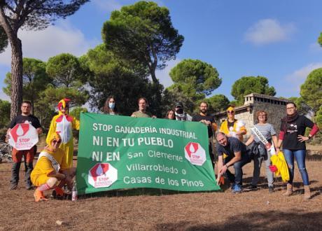 Más de 40.000 personas firman la petición contra la instalación de una macrogranja de gallinas entre los municipios de San Clemente, Villarrobledo y Casas de los Pinos