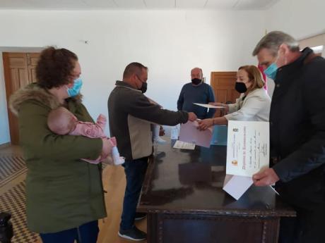 El Valle de Altomira da la bienvenida y premia a los tres bebés nacidos en 2020