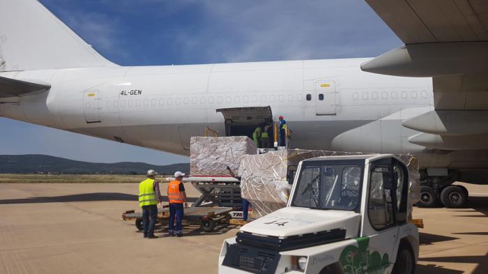 El corredor sanitario del Aeropuerto de Ciudad Real con China facilita la entrada de 26 millones de mascarillas con destino a las farmacias españolas