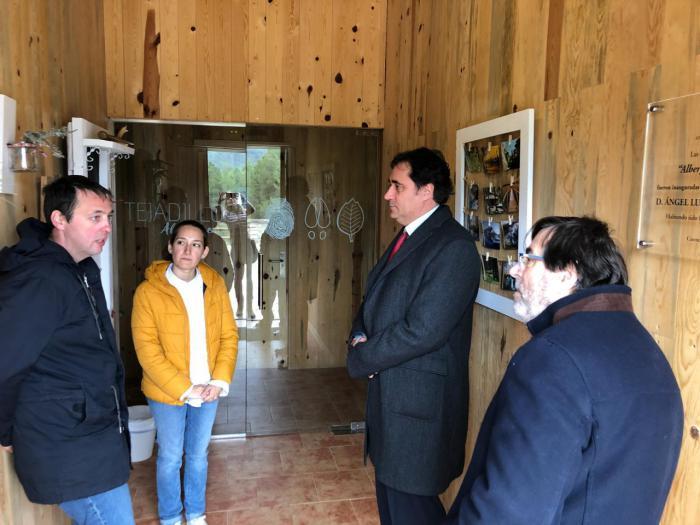Mariscal visita las instalaciones del Albergue de Tejadillos tras su adjudicación y apertura al público