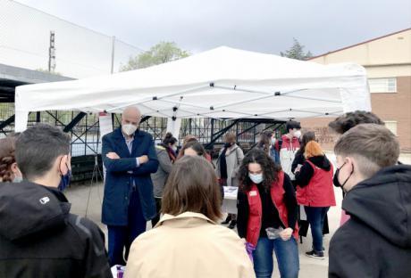 El subdelegado del Gobierno en Cuenca participa en el acto de apertura del espacio sobre violencia de género que Cruz Roja ha habilitado en el IES Hervás y Panduro