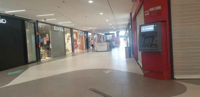 Trabajadores de grandes almacenes de la región trasladan su indignación a UGT por trabajar los últimos domingos a pesar del vacío en los centros comerciales