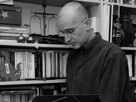 El reconocido escritor Aro Sáinz de la Maza protagoniza el siguiente encuentro con autor de Las Casas Ahorcadas