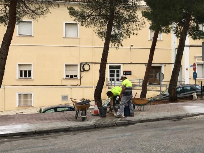 El Ayuntamiento de Cuenca arregla las aceras de las inmediaciones de 'El Sargal' y San Ignacio de Loyola