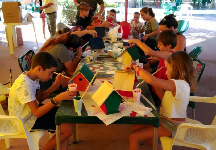 La Junta y el Ayuntamiento de Atalaya del Cañavate organizan un taller de cetrería para los más pequeños de la localidad