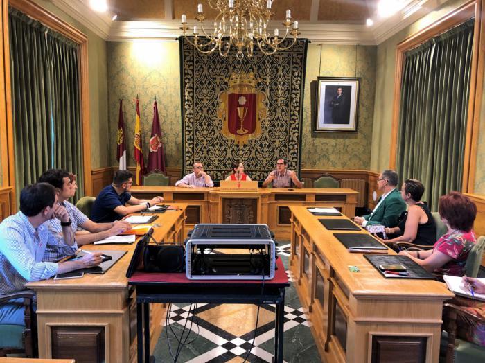 Representantes del Ayuntamiento se forman en el Aula de Contratación Pública de la UCLM