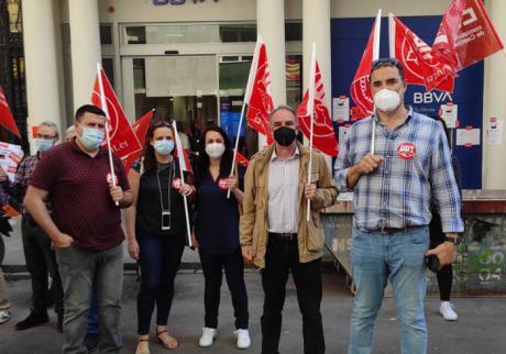 Los trabajadores de BBVA se concentran en Albacete en contra del ERE