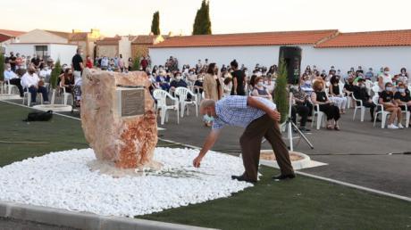 Mota del Cuervo rinde tributo a los fallecidos por la covid-19 y a sus profesionales
