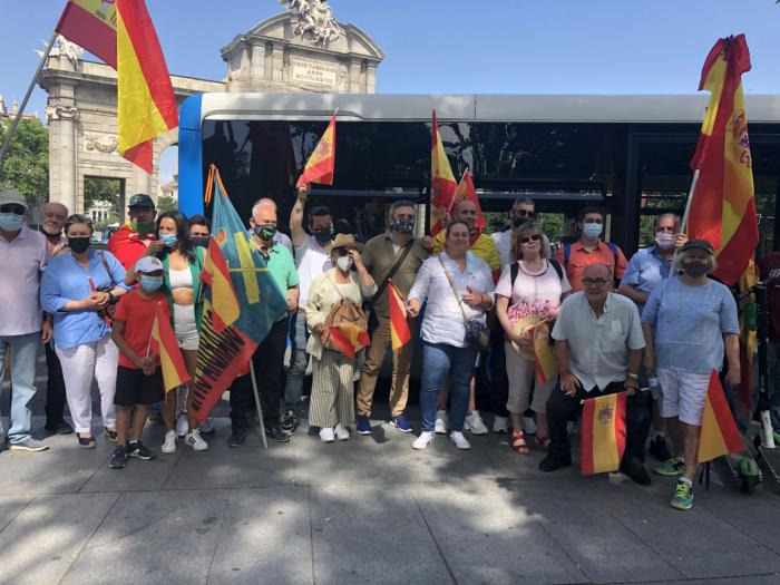 VOX Cuenca presente en la manifestación de Colón
