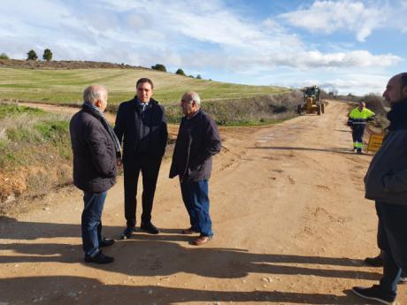 El presidente de la Diputación acude al inicio de las obras del camino que une Jábaga y Chillarón