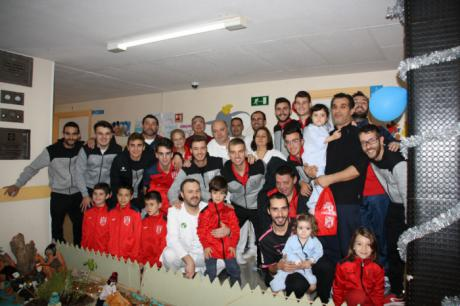 """La A.D. """"San José Obrero"""" ha visitado hoy a los niños ingresados en la planta de Pediatría del Hospital Virgen de la Luz de Cuenca"""