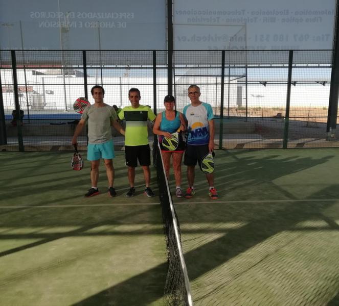"""María Tirado y M. José Santiago y Guillermo Madrid y David Cabrera vencieron en la VI Torneo de Pádel """"Los Molinos"""""""