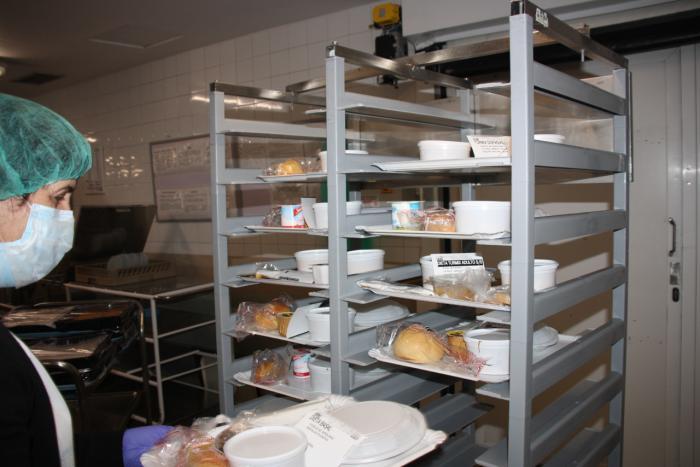 El Servicio de Cocina del Virgen de la Luz ha adaptado y diseñado nuevos menús para los pacientes afectados por Covid-19