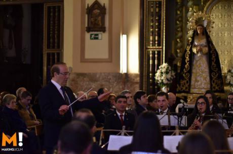 Los hermanos de la Soledad de San Agustín viven una emotiva tarde de homenaje con La Juvenil Filarmónica de Villamayor