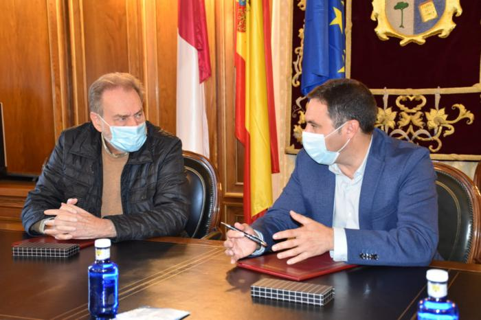 La Diputación y Cáritas renuevan el convenio por valor de 27.000 euros para afrontar la crisis social causada por el Covid